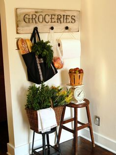 How to Make an Antiqued Kitchen Sign with Hooks