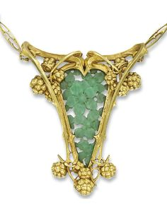 AN ART NOUVEAU HARDSTONE PENDANT, BY GAILLARD. The central openwork carved green hardstone floral panel to a shield-shaped frame of entwined bramble stems with clusters of blackberries to the detachable neck-chain of similar design, circa 1900, pendant 8.0 cm high. Signed L Gaillard.