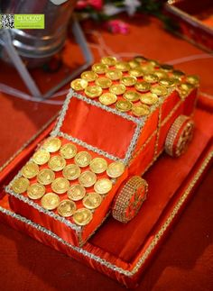 Rukhwat decorated items in a maharastrian wedding the for Aarti thali decoration with grains