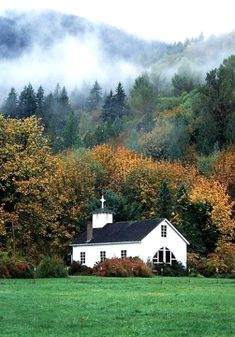 The little church in the country ,Dads parents were Sunday school teachers. My grandmother play the piano a lot of times. Old Country Churches, Old Churches, Take Me To Church, My Church, Imagen Natural, Beautiful Places, Beautiful Pictures, Unbelievable Pictures, My Father's House