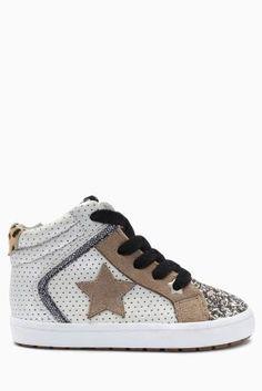 קנה נעלי שלושת-רבעי בצבע כסף עם כוכב (בנות צעירות) לקנייה היום באתר נקסט ישראה