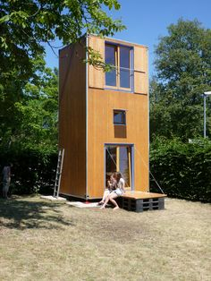 Built by Architech - Architecture and Technology in , Italy In the size of an internationally standardized freight container a wooden container has been developed with different. Tiny House Swoon, Tiny House Plans, Tiny House Design, Container Home Designs, Tyni House, Casas Containers, Portable House, Tiny House Movement, Small Places