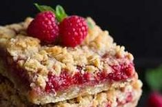These easy Raspberry Bars have a buttery oatmeal crumble topping and come together in around 30 minutes. Oatmeal Crumble Topping, Raspberry Bars, Chia, Kili, Vegan Dessert Recipes, Deserts, Cooking, Easy, Wizards