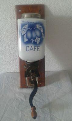 Moulin à café mural VINTAGE année 1935 Peugeot Frères. Très bon état