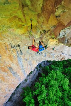 www.boulderingonline.pl Rock climbing and bouldering pictures and news Kneebarring is one s