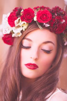 LOVE this Floral headpiece look. It's so polished and elegant, but still has the touch of romance that Floral headpiece's bring.