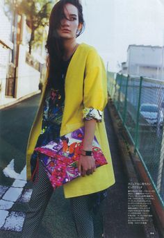 ELLE JAPON 2014/3 I like this style! it's like a street style mixed with a little smart, but in a bright color. The hand bag is really beautiful that I have seen and touched in the store.