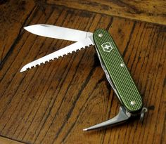Farmer | The Best Swiss Army Knives For Survival | An Iconic Tool In Your Pocket