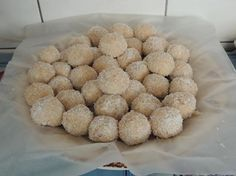 Kondensmelkballetjies & ander blokkies etc. South African Desserts, South African Recipes, Baking Recipes, Dog Food Recipes, Dessert Recipes, Candy Recipes, Condensed Milk Recipes, Decadent Food, Bite Size Desserts