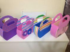 Lindas bolsinhas feitas de EVA, perfeitas para sacolinha surpresa ou lembrancinhas. <br>Pode ser feita em varias cores, estampas