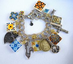 Charm bracelet, created by Átrio, featuring iconic imagery of Portuguese heritage.