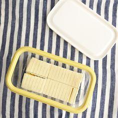 """*yuu* on Instagram: """"2017.9.20 * バターケースを買いました。 #カットできちゃうバターケース  というやつ。 楽天で買おうかと思ってたら、#ニトリ で発見! * 黄色いカッターの上にバターを置いて、白いフタで押し込みます。 で、そのままフタして冷蔵庫へ。 *…"""" Soap, Storage, House, Stuff To Buy, Garden, Life, Shopping, Purse Storage, Garten"""