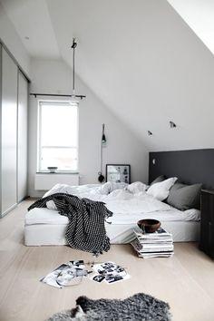 Tras una semana intensa, nos despedimos hasta el lunes con una serie de dormitorios que invitan al relax. Sus textiles, su luminosidad, su ligera y armoniosa decoración…, todo ello hace que s…