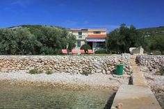 Holiday Home Uvala Soline 8482 Pasman Holiday Home Uvala Soline 8482 is a 'Robinson Crusoe style' accommodation located in Kraj on Pa?man Island. It is set in a secluded location in an isolated bay and with limited facilities.