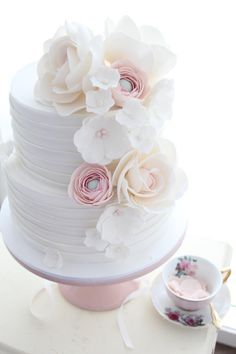 Hues of pink - Cake by cakes2kreate More