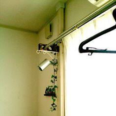 女性で、2DK、家族住まいの洗濯物干し/賃貸/ディアウォール/リビングについてのインテリア実例を紹介。「洗濯物を干す場所はリビング…。少しでも部屋と同化させたくて考えました」(この写真は 2015-07-28 14:32:27 に共有されました)