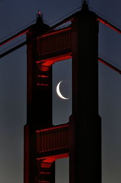 Golden Gate Bridge in San Francisco, CA. The bridge provides the perfect frame for the crescent moon. Stars Night, Good Night Moon, Stars And Moon, Night Time, Beautiful Moon, Beautiful World, Beautiful Places, Foto Poster, Shoot The Moon