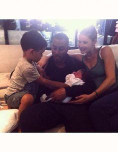 Le top model Doutzen Kroes a accouché ce matin de son deuxième enfant, et c'est une petite fille ! http://www.elle.fr/People/La-vie-des-people/News/Doutzen-Kroes-vient-d-accoucher-decouvrez-le-prenom-du-bebe-2739919