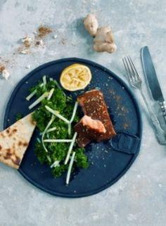 Ovnsbakt tandorilaks med grønnkålsalat | www.greteroede.no | www.greteroede.no