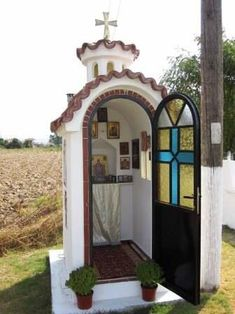Small Eastern Orthodox Oratory- since the EO church requires at least one communicant to be present at the Eucharist this chapel is too small for Mass. Home Altar Catholic, Roman Catholic, Prayer Corner, Prayer Garden, Church Architecture, Old Churches, Church Building, Chapelle, Orthodox Icons