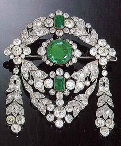 A Belle Epoque emerald and diamond brooch, by Cartier Paris, circa 1912. #Cartier #BelleÉpoque #brooch