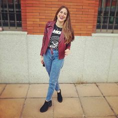 Happy Thuesday loves 😁❤ Os dejo con mi look rocker de hoy, pasar un feliz Jueves amorcitos 😘  #outfitday #monturquoise #blogger #look #streetstyle #rocker #ramonestee #momjeans #newboots #bikerjacket #style #fashion #outfit #blog #smile #casual #cool #makeup #copenage #lips