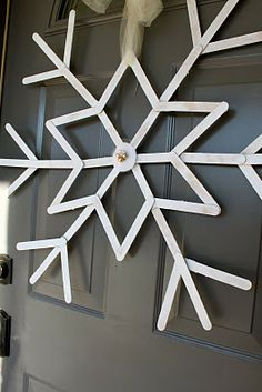DIY CHRISTMAS SNOWFLAKE WREATH