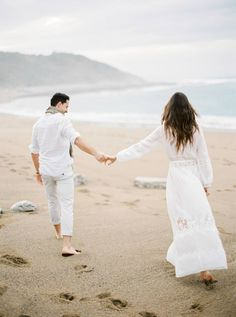 Beautiful seaside engagement photos by Spanish Wedding Photographer Arturo Diluart in the Basque town of Saint-Jean-de-Luz