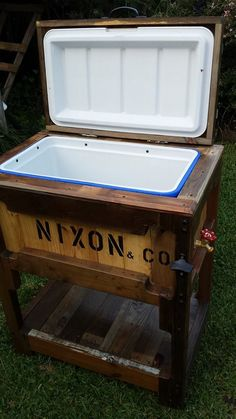 Wooden Pallets Ice Chest   Pallets Ideas (shared via SlingPic)