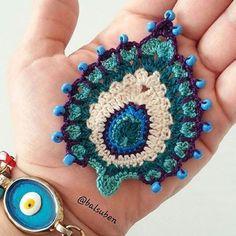 @balsuben 💙💙💙 Crochet Feather, Crochet Owls, Crochet Motif, Crochet Crafts, Crochet Cushions, Crochet Flower Patterns, Crochet Art, Crochet Blouse, Cute Crochet