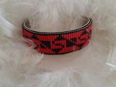 bracelet manchette tissé avec des perles miyuki de couleur rouge et noire : Bracelet par yedura