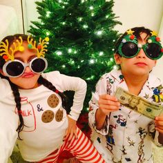 Jennifer Lopez's Twins Are Sporting Some Serious Flair in Their Christmas Gear | E! Online Mobile