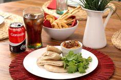 Disfruta de esta receta-consejo: Hummus de Tomates Secos. Riquísimos si, además, los acompañas de una Coca-Cola bien fresca. #Recetas #Consejos #SienteElSabor #ComparteCocaColaCon https://www.youtube.com/watch?v=warLAPzlGhQ