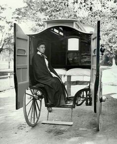 Nurse in the interior of Coast Hospital horsedrawn ambulance in New South Wales. (date unknown). A brief history of nursing in New South Wales from the early days of the Colony History Of Nursing, Medical History, Ambulance, Old Pictures, Old Photos, Vintage Photographs, Vintage Photos, Vintage Nurse, Oldschool
