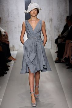 Donna Karan Spring 2010 Ready-to-Wear Fashion Show - Emma Maclaren