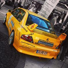 mitsubishi / lancer / evo / yellow