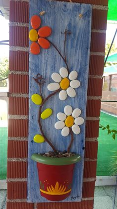 diy stone and rock crafts Stone Crafts, Rock Crafts, Diy Arts And Crafts, Diy Crafts, Rock Painting Ideas Easy, Rock Painting Designs, Stone Art Painting, Rock Flowers, Rock And Pebbles