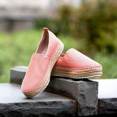FINAL PRICE🎉NIB! Steve Madden coral espadrilles! Get on trend with this new summer staple! Comfortable espadrille bottom (.5 inches) & totally adorable perforated coral design! So cute for any outfit & it's a bloggers favorite 😉! Brand new! Price firm!! No trades!! Steve Madden Shoes Espadrilles