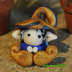 Folletto Portafortuna oro/blu scuro by Mely's craft (Shyramwood)  #polymerclay #fimo  #elf #melyscraft #mely #italy #handmade