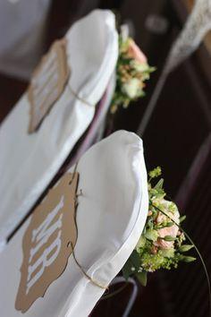 Brautpaarstühle Rosamunde Pilcher inspirierte Sommerhochzeit in Pfirsich, Apricot, Pastelltöne - Heiraten in Garmisch-Partenkirchen, Bayern, Riessersee Hotel, Seehaus am Riessersee - Hochzeit am See in den Bergen - Peach and Pastell wedding