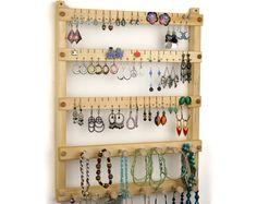Porte-boucles d'oreilles - bijoux organisateur, pendaison, bois, tilleul, 2 Bars de collier. Peut contenir jusqu'à 54 paires de boucles d'oreilles, ainsi que 15 piquets.