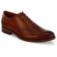 Cole Haan Washington Grand Laser Wing Oxfords (1.295 BRL) ❤ liked on Polyvore featuring men's fashion, men's shoes, men's oxfords, mens round toe shoes, mens leather lace up shoes, mens perforated leather shoes, mens lace up shoes and mens shoes