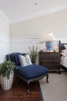 Lee Caroline - A World of Inspiration: A Hop, Skip and a Jump From the Sea Lies a Beautiful New England Style Home