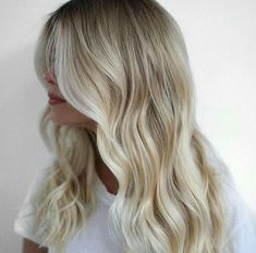 Love this color blonde Colored Highlights, Blonde Highlights, Balayage Blond, Blonde Hair, Light Ombre, Twist Curls, Blonde Color, About Hair, Cut And Color