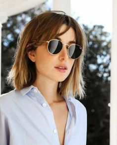Good-Choise Kurze Haarschnitte mit Pony Hairstyles Good-Choise Short haircuts with bangs … Short Haircuts With Bangs, Curly Hair With Bangs, Short Hairstyles For Thick Hair, Short Hair With Layers, Short Curly Hair, Short Hair Cuts, Haircut Short, Pony Hairstyles, Hairstyles With Bangs