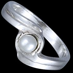 Sterling silver ring, pearl