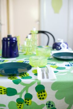 Vihreä talo Marimekko, Scandinavian Design, Finland, Table Settings, Tables, Textiles, Colours, Table Decorations, Dining