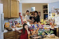 世界25の国や地域の1週間で食べる食料とその家族を比較した写真 - DNA