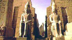 Templu Luxor, #Egipt  23 de poze cu cele mai frumoase biserici si temple din lume.  Vezi mai multe poze pe www.ghiduri-turistice.info  Sursa : www.egypttripleaders.com/luxor/Luxor_temple_of_Ramsess_II.jpg