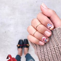 """""""Girl, you nailed it.  #OliveYourMani @thriftsandthreads  Color Match: Ballerina by @chanelofficial"""""""